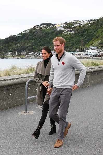 Sweater「The Duke And Duchess Of Sussex Visit New Zealand - Day 2」:写真・画像(3)[壁紙.com]