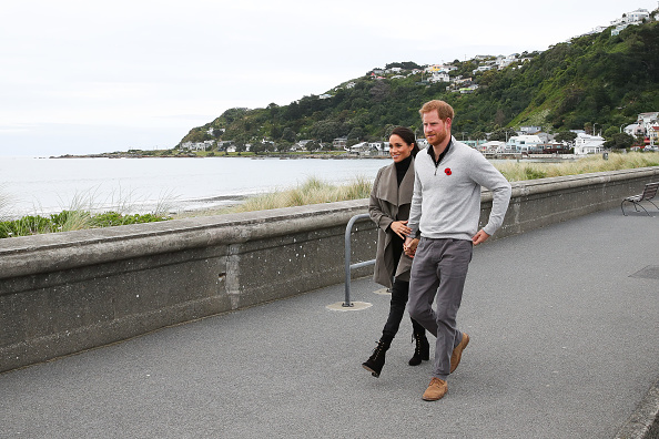 Holding Hands「The Duke And Duchess Of Sussex Visit New Zealand - Day 2」:写真・画像(3)[壁紙.com]