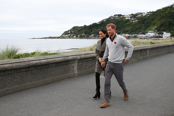 Holding Hands「The Duke And Duchess Of Sussex Visit New Zealand - Day 2」:写真・画像(16)[壁紙.com]