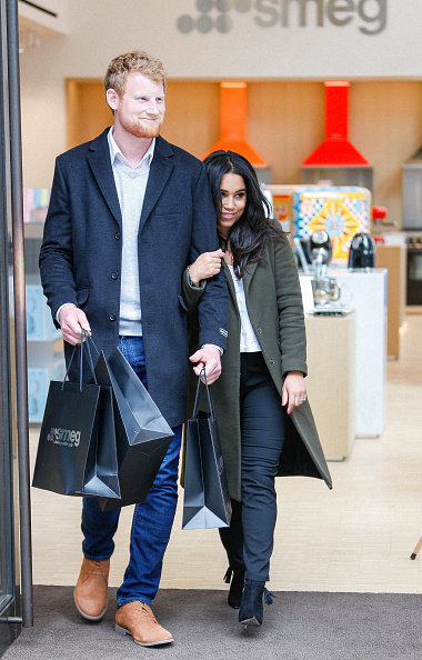 Celebrities「The Smeg London Store Enjoys A 'Royal' Visit As Prince Harry And Meghan Markle Lookalikes Are Spotted Shopping For Wedding Gifts」:写真・画像(7)[壁紙.com]