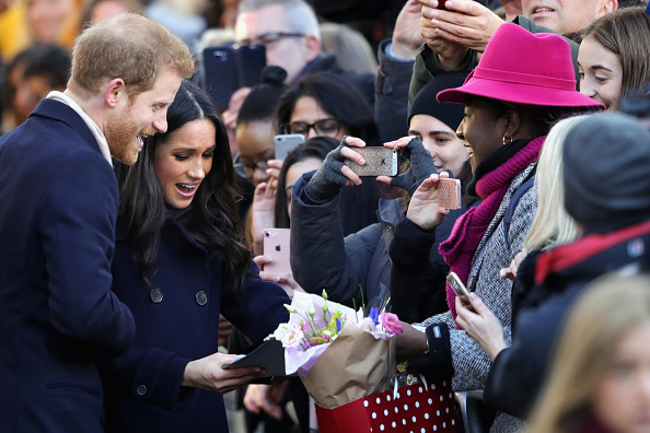 Group Of People「Prince Harry & Meghan Markle Visit Nottingham」:写真・画像(8)[壁紙.com]