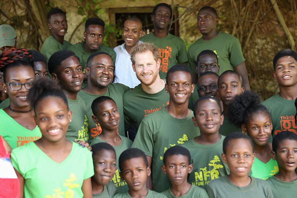 Volunteer「Prince Harry Visits The Caribbean - Day 11」:写真・画像(16)[壁紙.com]