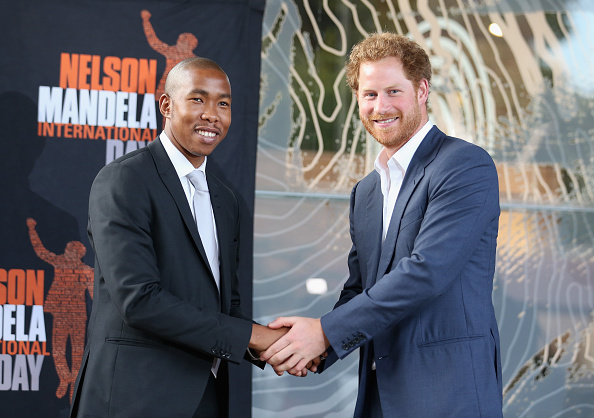 Alternative Pose「Prince Harry Visits Africa - Day 6」:写真・画像(15)[壁紙.com]