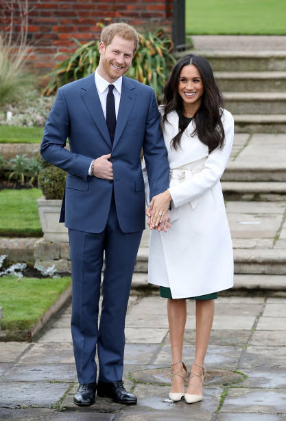 Two People「Announcement Of Prince Harry's Engagement To Meghan Markle」:写真・画像(2)[壁紙.com]