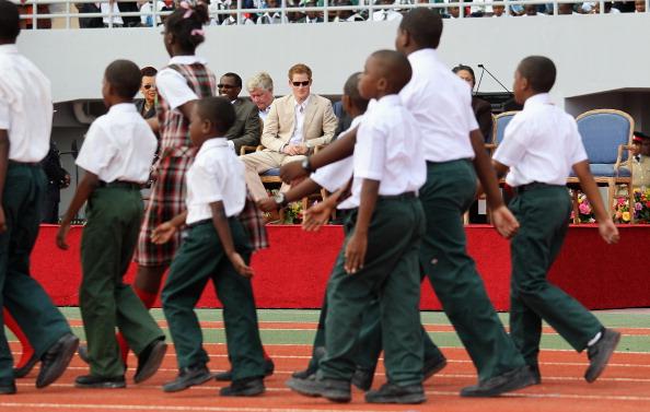 National Stadium「Prince Harry Tours Bahamas To Mark Queen Elizabeth II's Diamond Jubilee」:写真・画像(10)[壁紙.com]