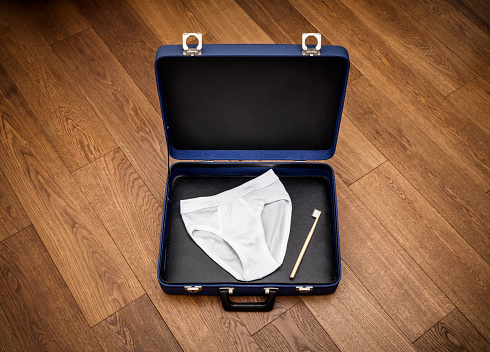アケビ「Underpants and toothbrush in a suitcase」:スマホ壁紙(0)