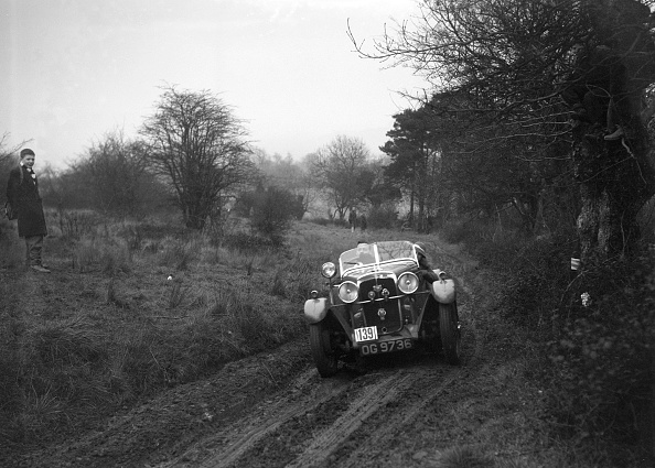 Country Road「Standard Avon of J Priestly at the Sunbac Colmore Trial, near Winchcombe, Gloucestershire, 1934」:写真・画像(19)[壁紙.com]