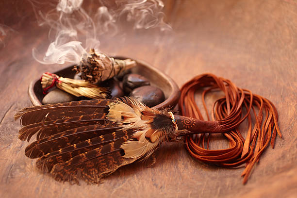 Sage stick and american indian feather:スマホ壁紙(壁紙.com)