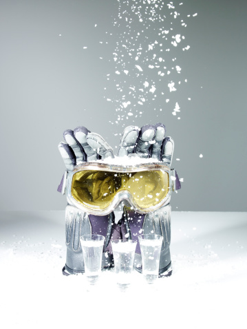 雪「Ski goggles, gloves with drinks on ice」:スマホ壁紙(0)
