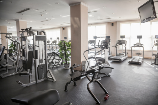 シリーズ画像「Large, bright gym with workout equipment.」:スマホ壁紙(2)
