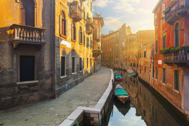 Canal in Venice, Italy:スマホ壁紙(壁紙.com)
