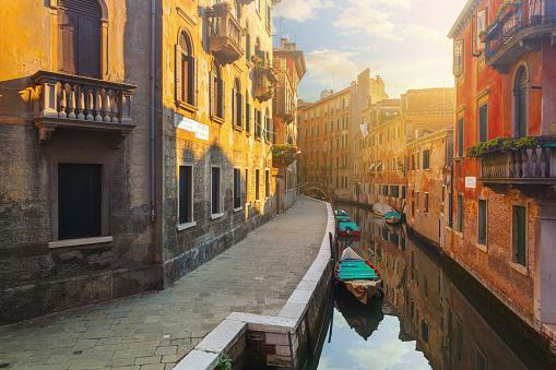 Venice - Italy「Canal in Venice, Italy」:スマホ壁紙(9)