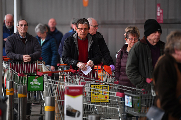 Sainsburys「Supermarkets Enforce Rules To Stop 'Panic Buying,' And Help Elderly」:写真・画像(4)[壁紙.com]