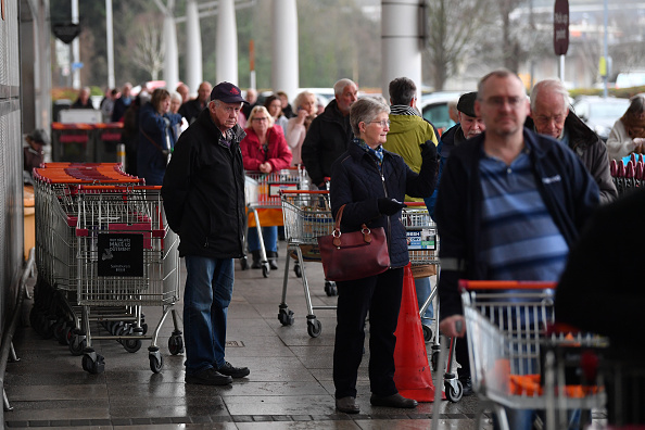 Sainsburys「Supermarkets Enforce Rules To Stop 'Panic Buying,' And Help Elderly」:写真・画像(1)[壁紙.com]
