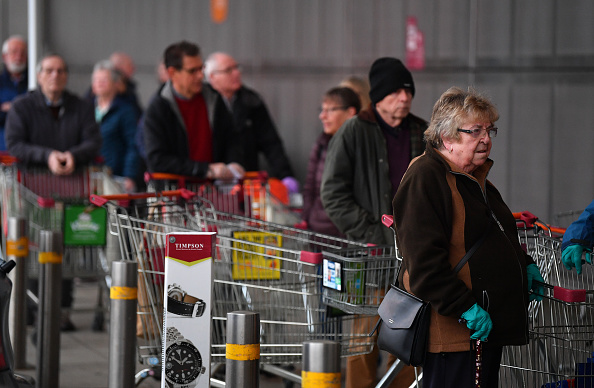 Sainsburys「Supermarkets Enforce Rules To Stop 'Panic Buying,' And Help Elderly」:写真・画像(3)[壁紙.com]