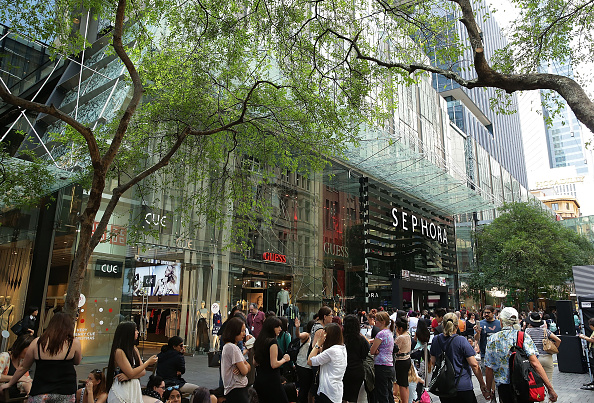 Finance and Economy「Crowds Queue For The Opening Of Sydney's First Sephora Store」:写真・画像(16)[壁紙.com]