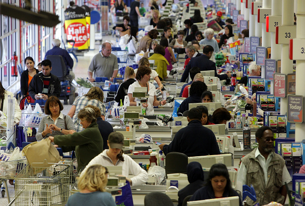 Waiting In Line「Tesco Expected To Announce Turnover Figure Of £1 Billion Per Week」:写真・画像(8)[壁紙.com]