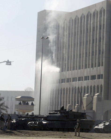 Pouring「Oil Ministry and Hotels hit by missiles in Baghdad」:写真・画像(13)[壁紙.com]