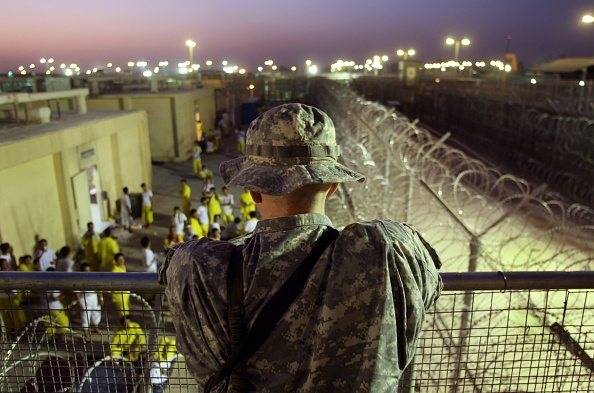 Camp Cropper「U.S. Military Holds Thousands Of Detainees In Baghdad Prison」:写真・画像(0)[壁紙.com]