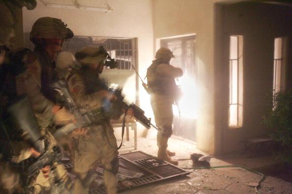 Infantry「U.S Soldiers Move Into The City Of Fallujah」:写真・画像(6)[壁紙.com]