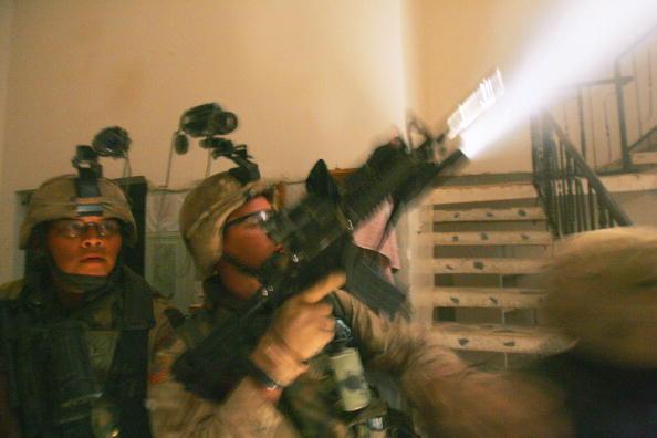 Infantry「U.S Soldiers Move Into The City Of Fallujah」:写真・画像(13)[壁紙.com]