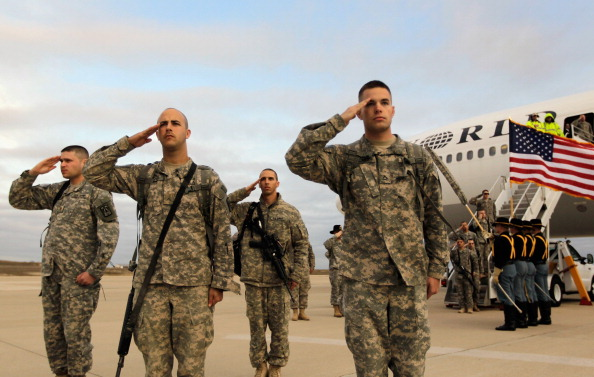 アメリカ合衆国「Troops Fly Home From Kuwait To Fort Hood, Texas After U.S. Forces Leave Iraq」:写真・画像(4)[壁紙.com]