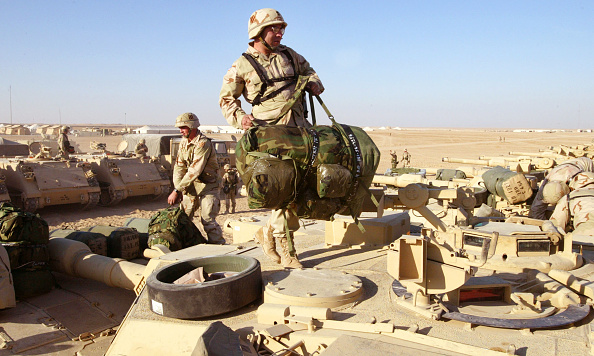 Joe Raedle「U.S. Army Soldiers Participate In Training Exercises On Thanksgiving In Kuwait」:写真・画像(13)[壁紙.com]