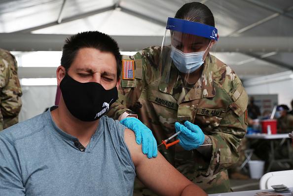 Florida - US State「Floridians Get COVID-19 Vaccine At FEMA Vaccination Site In Miami Area」:写真・画像(1)[壁紙.com]