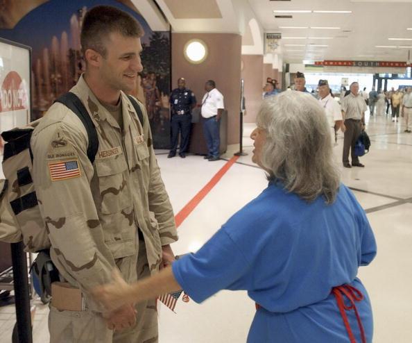 Hartsfield-Jackson Atlanta International Airport「U.S. Soldiers Return From Iraq」:写真・画像(19)[壁紙.com]