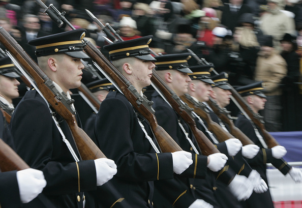 Focus On Foreground「Inaugural Parade Takes Over Pennsylvania Avenue」:写真・画像(10)[壁紙.com]