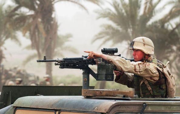 Infantry「U.S. Soldiers Battle Moqtada Al-Sadr Militiamen In Kufa, Outside Najaf」:写真・画像(3)[壁紙.com]