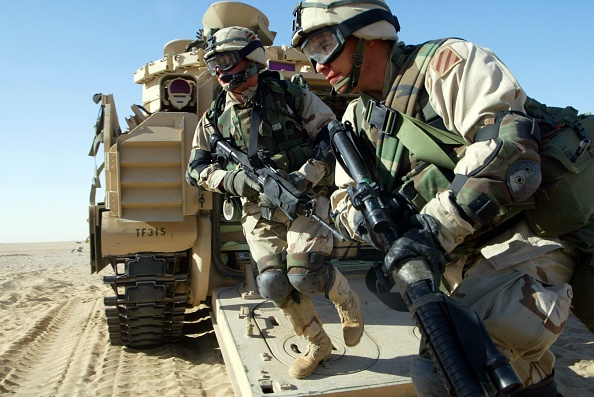 Transportation「U.S. Army trains in the Kuwaiti desert.」:写真・画像(6)[壁紙.com]