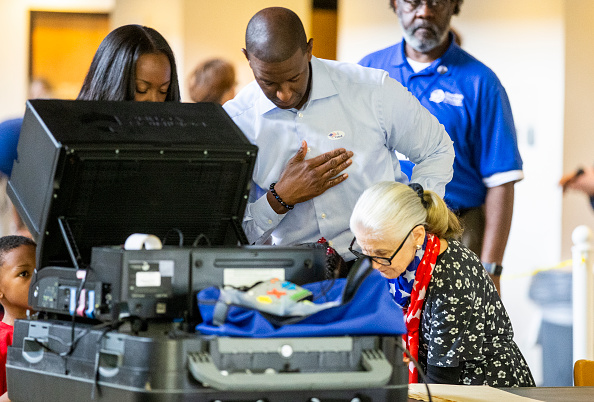 Tallahassee「FL Gubernatorial Candidate Andrew Gillum Casts His Vote In Midterm Election」:写真・画像(10)[壁紙.com]