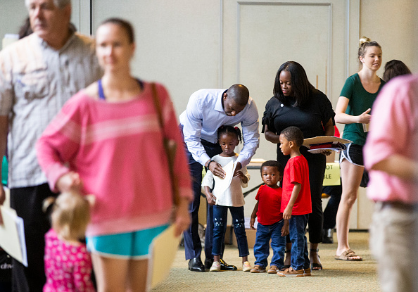 Tallahassee「FL Gubernatorial Candidate Andrew Gillum Casts His Vote In Midterm Election」:写真・画像(17)[壁紙.com]