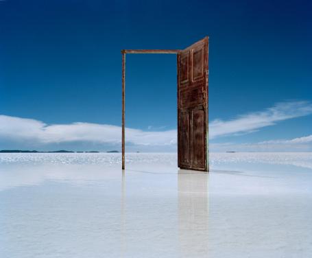 The Way Forward「Open door on salt flat」:スマホ壁紙(9)