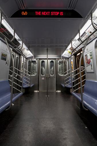 Train Interior「Open door on empty subway car」:スマホ壁紙(8)