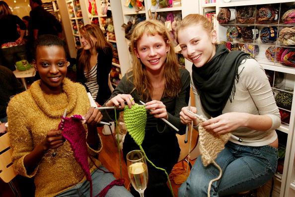 Knitting「IMG Models Knitting Party」:写真・画像(5)[壁紙.com]