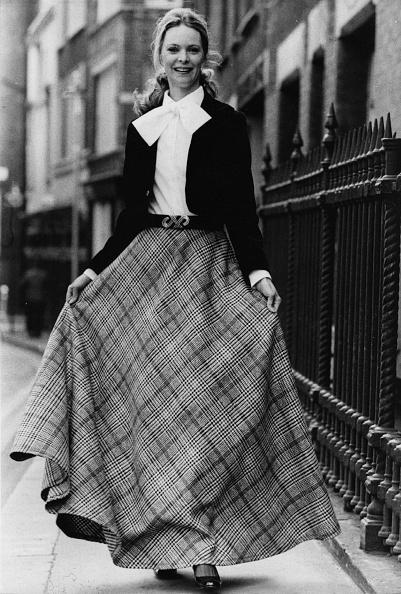 Maxi Skirt「Model In Maxi Skirt」:写真・画像(0)[壁紙.com]