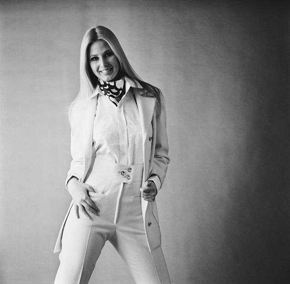 背景「Pant Suit」:写真・画像(19)[壁紙.com]