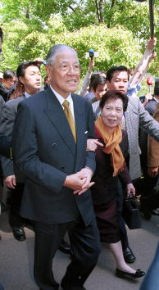 View Into Land「Lee Teng-hui and Wife Tseng Visit Osaka Castle in Japan」:写真・画像(13)[壁紙.com]