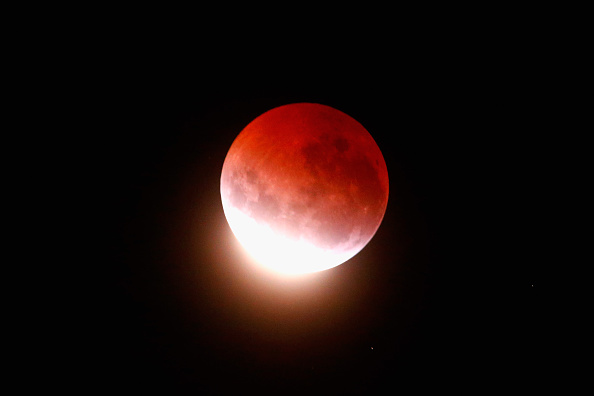 Eclipse「Lunar Eclipse Lights Up New Zealand Sky」:写真・画像(8)[壁紙.com]