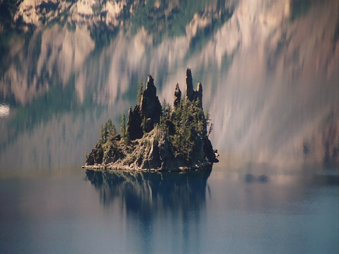 Crater Lake National Park「Phantom Ship Island in Crater Lake, Oregon」:スマホ壁紙(5)