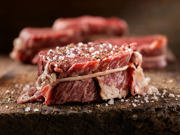 Raw Bacon Wrapped Steak Fillets Seasoned with Salt and Pepper:スマホ壁紙(壁紙.com)