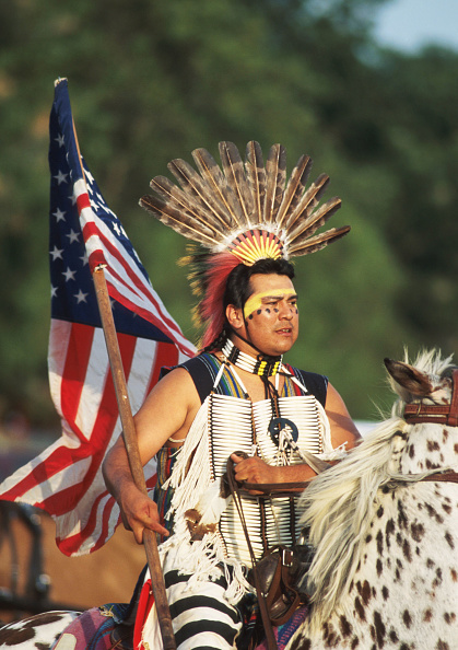 J Pat Carter「Man Wears Period Native American Clothing July 8 1996 In Pawnee Ok The Pawnee Bill's」:写真・画像(1)[壁紙.com]