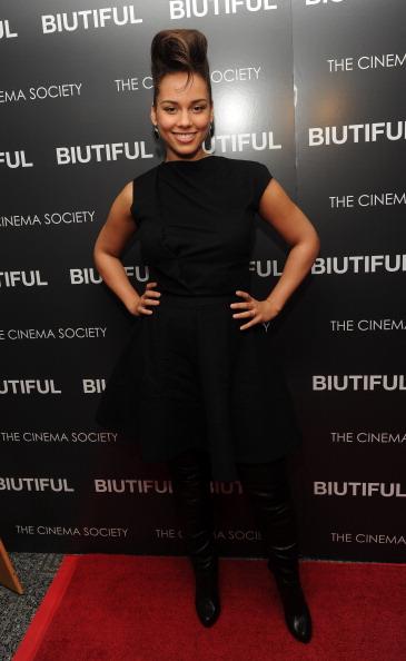 "Sleeveless Dress「The Cinema Society With Miuccia Prada, Sandra Brant & Ingrid Sischy Host A Screening Of ""Biutiful"" - Arrivals」:写真・画像(8)[壁紙.com]"