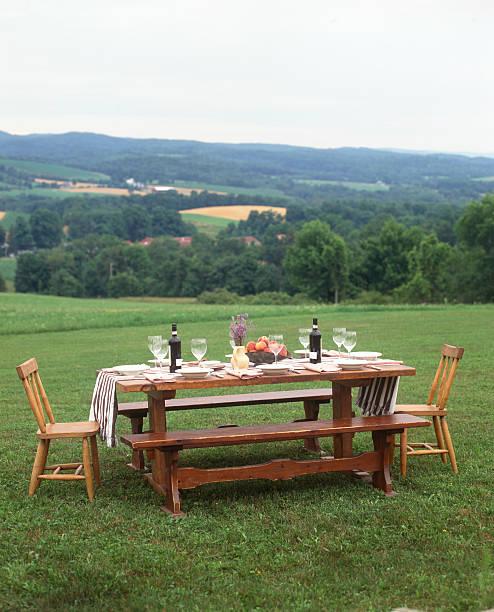 Casual picnic table setting outdoors:スマホ壁紙(壁紙.com)