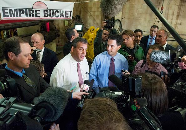 Stephen Maturen「Scott Walker Campaigns In Wisconsin With Chris Christie」:写真・画像(5)[壁紙.com]