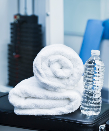 スポーツ「USA, New Jersey, Jersey City, Close up of towel and bottle in gym」:スマホ壁紙(8)