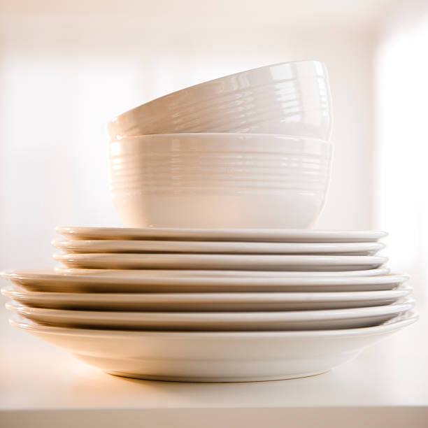 USA, New Jersey, Jersey City, close up of stack of dinnerware:スマホ壁紙(壁紙.com)