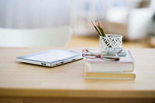House「USA, New Jersey, Jersey City, Digital tablet and stationery on desk」:スマホ壁紙(11)
